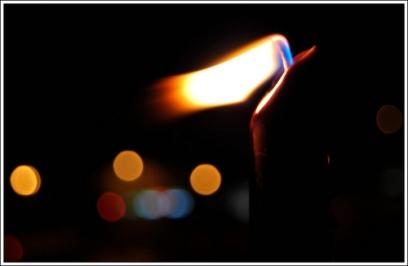 Risultato immagini per candela al vento